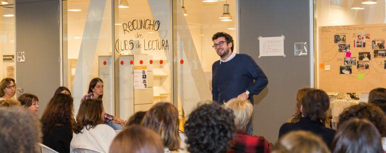 Jose Manuel Sande en una de las bibliotecas de la ciudad