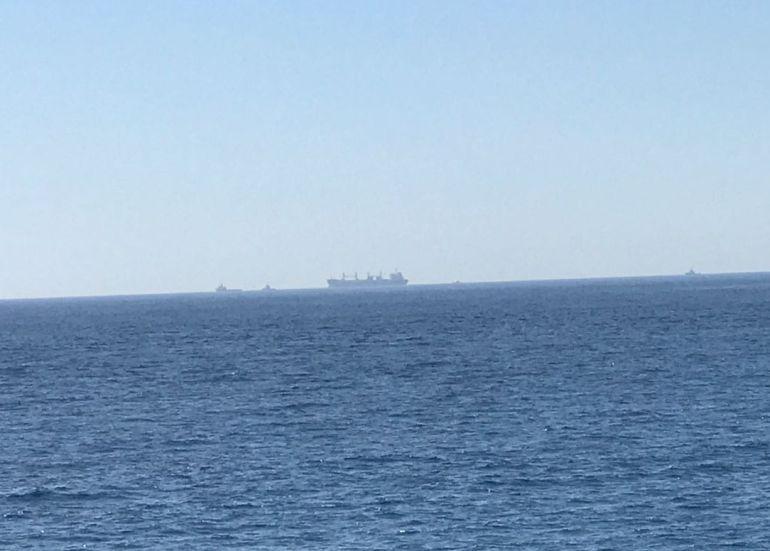 El barco en cuestión acercándose al Puerto de Motril (Granada) la mañana de este miércoles