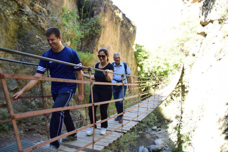 Las autoridades visitan Los Cahorros, en Monachil (Granada)