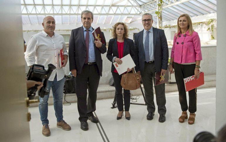 """El PRC y el PSOE se dan de plazo una semana """"o diez días"""" para cerrar la crisis abierta en el seno del Gobierno tras el cambio en la dirección socialista."""