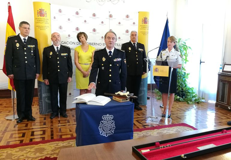 El nuevo Comisario Jefe de Segovia Antonio de la Fuente Martín durante la jura de su cargo en la Subdelegación de Gobierno