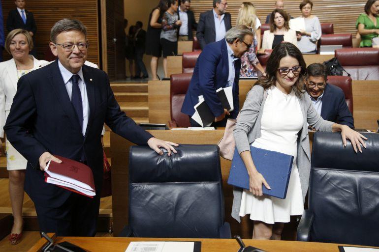 El presisdente Ximo Puig y la vicepresidenta, Mónica Oltra, a su llegada a Les Corts, donde hoy tiene lugar el segundo debate de política general de la Comunitat Valenciana que afronta Puig durante su mandato