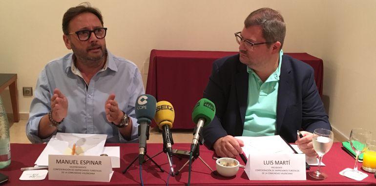 Manuel Espinar, Pte. de Federación de Empresarios de Hostelería (izda.) y Luis Martí, Pte. de la Confederación de Empresarios Turísticos de la Comunitat Valenciana