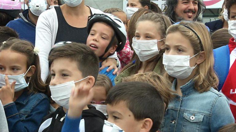 Niños y padres protestan en el CEIP Castelao
