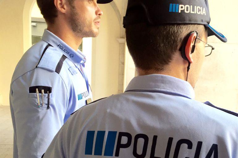 Dos agentes de la Guàrdia Urbana de Figueres