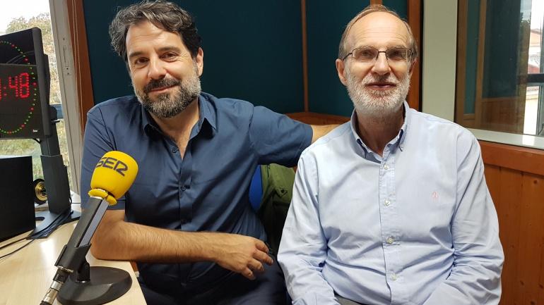 Román San Emeterio y José Antonio Cagigas en el estudio de la Ventana