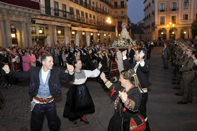 Recibimiento a la Virgen de la Fuencisla en la Plaza Mayor