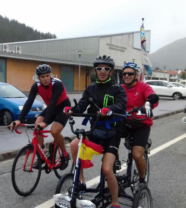Miguel Indurain y Álvaro Pino rodando juntos la etapa del Camino Francés