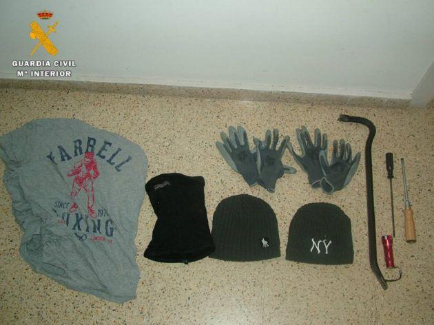 Efectos y prendas utilizados por los detenidos