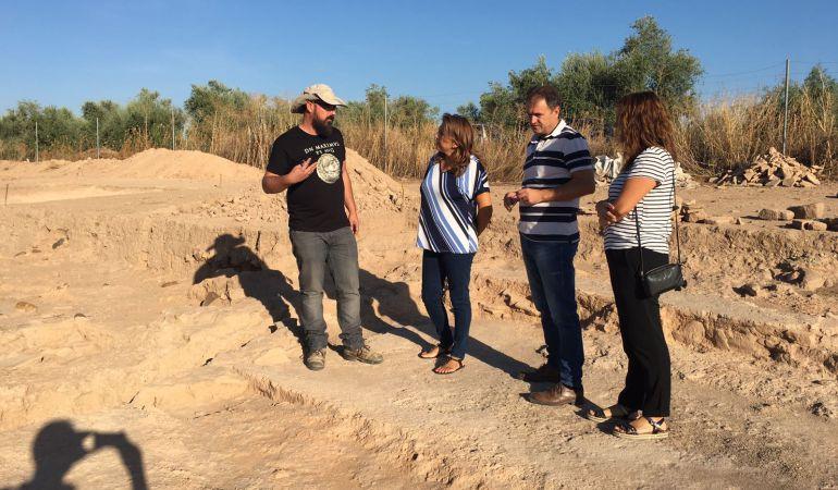 Pilar Salazar visitando el yacimiento