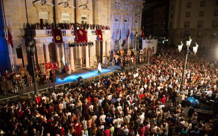 Ni la lluvia, ni los pitidos han impedido que López Miras pregonara las fiestas de Carthagineses y Romanos