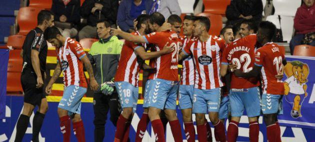 Los jugadores del Lugo celebran uno de los goles ante el Zaragoza