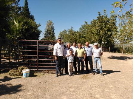 José Luis Olivares junto a los ganaderos participantes en la I Feria del Ganado de Cazorla