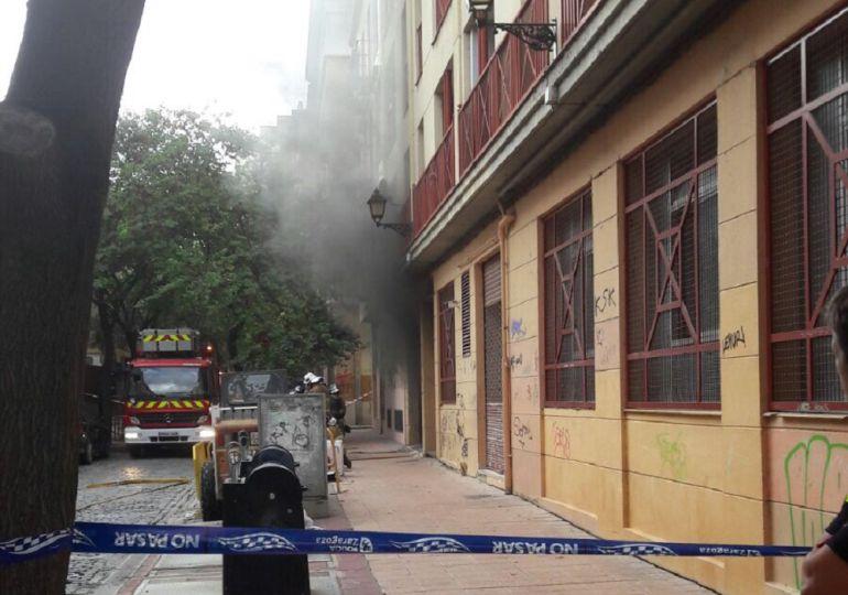 Un incendio afecta a las cuatro plantas de un garaje