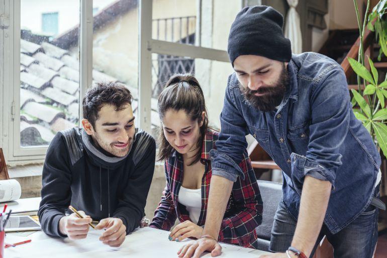 ¿Qué necesitan los jóvenes de Castilla-La Mancha que trabajan en el extranjero para regresar?