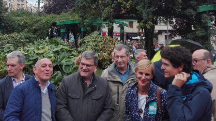 Los diputados generales, el alcalde de Bilbao y la presidenta del PNV en Bizkaia, antes de la manifestación