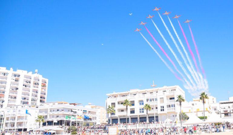 Momento espectacular del festival aéreo de Rota con motivo del centenario de la aviación naval