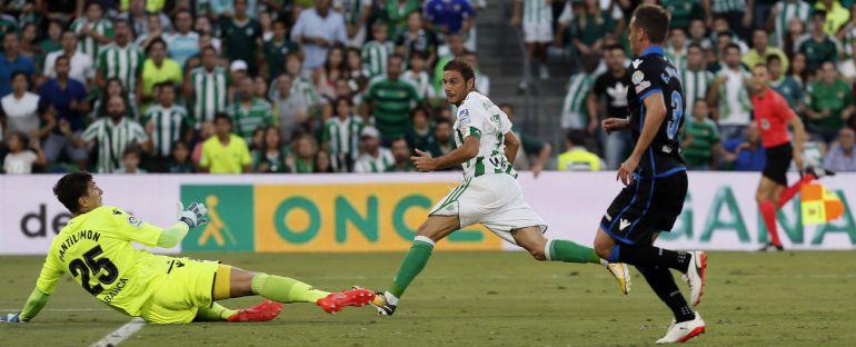 El centrocampista del Betis Joaquín Sánchez tras conseguir su segundo gol ante el Deportivo