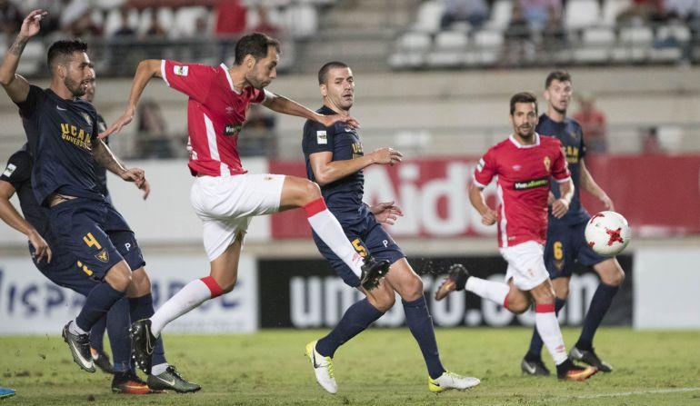 Quiles y la roja a Santi Jara decantan el derbi para el UCAM ante el Real Murcia