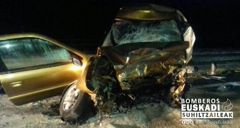 Dos navarros fallecen en un grave accidente ocurrido de madrugada en Álava