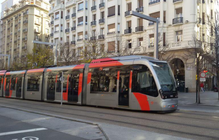 Los paros parciales de los conductores del tranvía afectarán a las Fiestas del Pilar