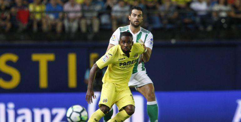 Cédric Bakambú es una de las referencias amarillas en ataque.