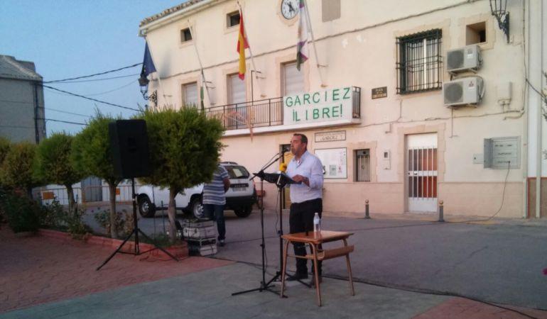 Momento de la intervención del alcalde de Garcíez, David Prieto