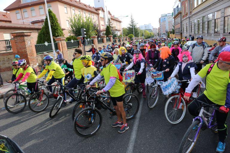 5.000 ciclistas toman las calles de León en el Día de la Bici