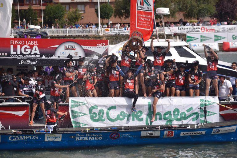 Los remeros de Urdaibai celebran la sexta Liga Euskolabel de su historia
