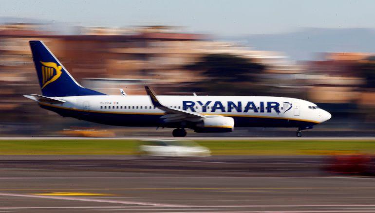 Ryanair està cancel·lant entre 8 i 10 vols diaris al Prat