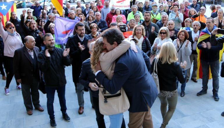 L'alcalde d'Oliana, Miquel Sala, a l'arribada a la plaça de davant del jutjat de la Seu d'Urgel, citat per la Fiscalia de Lleida per anar a declarar