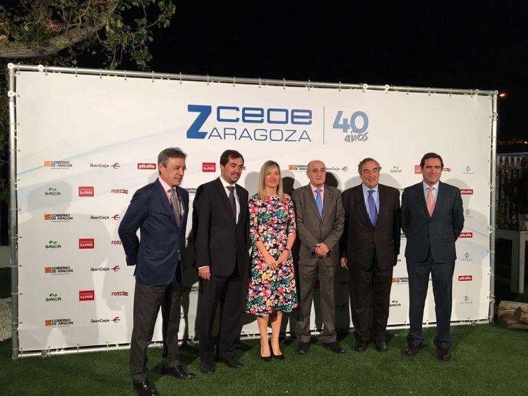 De izquierda a derecha: Carlos Bistuer, Presidente de Cepyme Huesca; Ricardo Mur, Presidente de CEOE Zaragoza; Pilar Alegría, Consejera de Innovación; Fernando Callizo, Presidente de CEOE Aragón; Juan Rosell, Presidente de CEOE; y Antonio Garamendi, Presidente de Cepyme