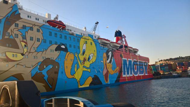 Vista del barco Moby Dada atracado en el puerto de Barcelona.