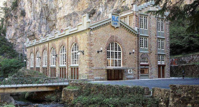 El edificio de la central hidroeléctrica de La Malva