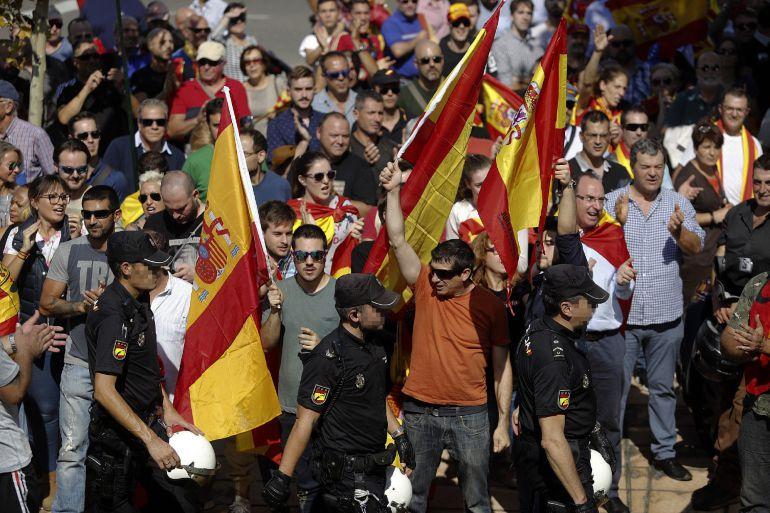 Tensión a las puertas de la asamblea de Unidos Podemos