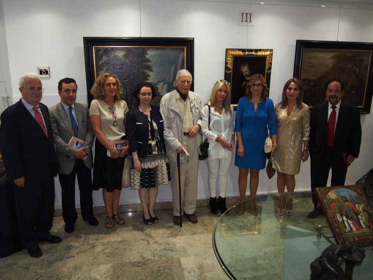 Este intercambio de obras viene a ser un homenaje a Félix Cañada, en el centro de la imagen