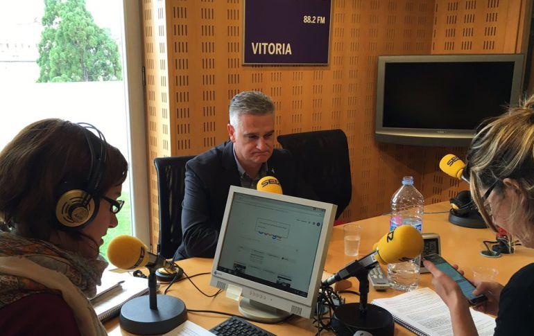 Juan Ugarte ha visitado hoy los estudios de Cadena Ser Vitoria