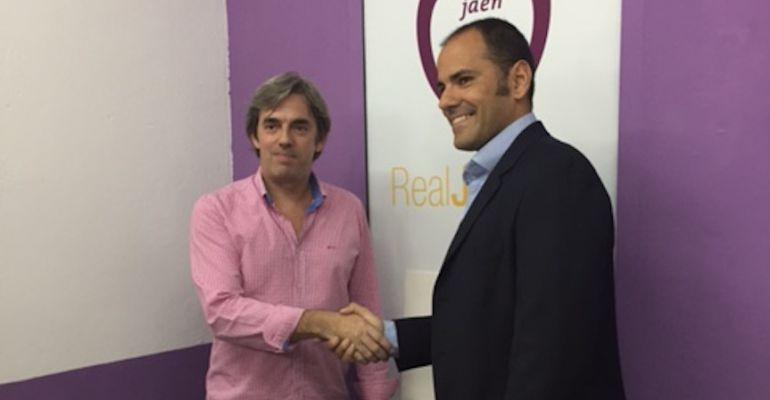 El nuevo entrenador del Real Jaén, Salva Ballesta (derecha) junto al consejero delegado del club, Andrés Rodríguez.