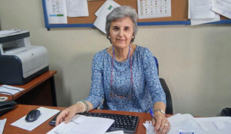 Mercedes Martínez Olivares en la que ha sido su mesa de trabajo durante mas de 41 años