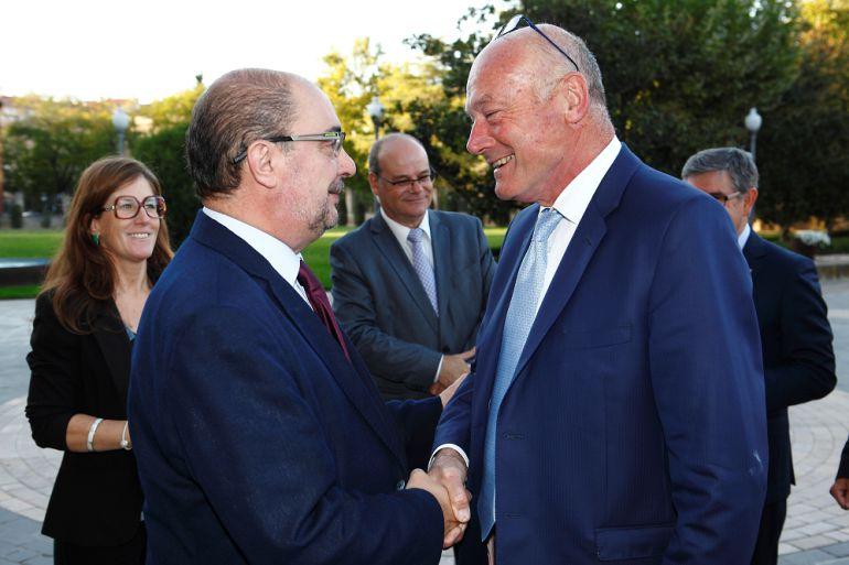 Javier Lambán, presidente de Aragón, saluda a Alain Rousset, presidente de Nueva Aquitania