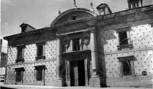 Portada de la antigua Casa de la Beneficencia.