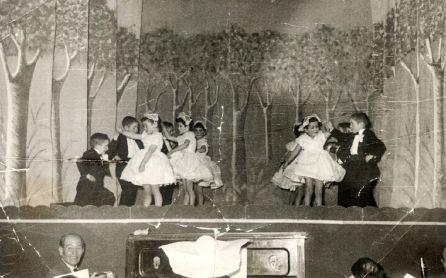 Representación teatral de los niños de la Casa de la Beneficencia.