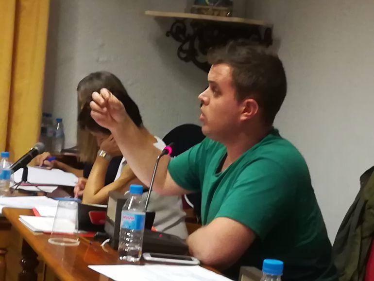 Jonatan Gete defendió la moción de IU en el pleno ordinario de septiembre