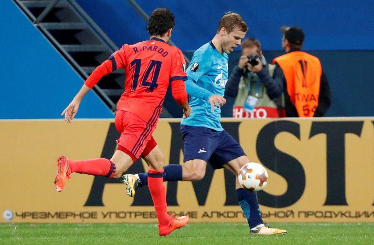 Pardo no llega al remate de Kokorin, que marcó dos goles a la Real