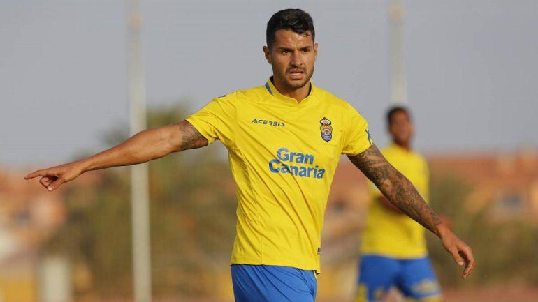 La LFP denuncia los cánticos contra Vitolo y apunta a Gol Norte