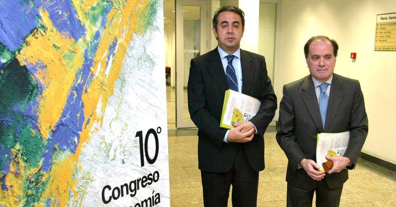 Imagen de archivo de Víctor Valverde acompañado por el ex consejero Tomás Villanueva