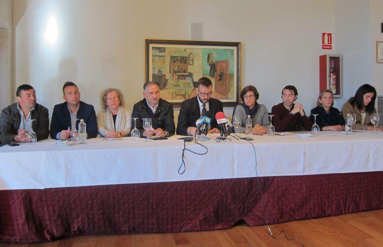 Un momento de la rueda de prensa posterior a la presentación de la moción de Censura de Tui.