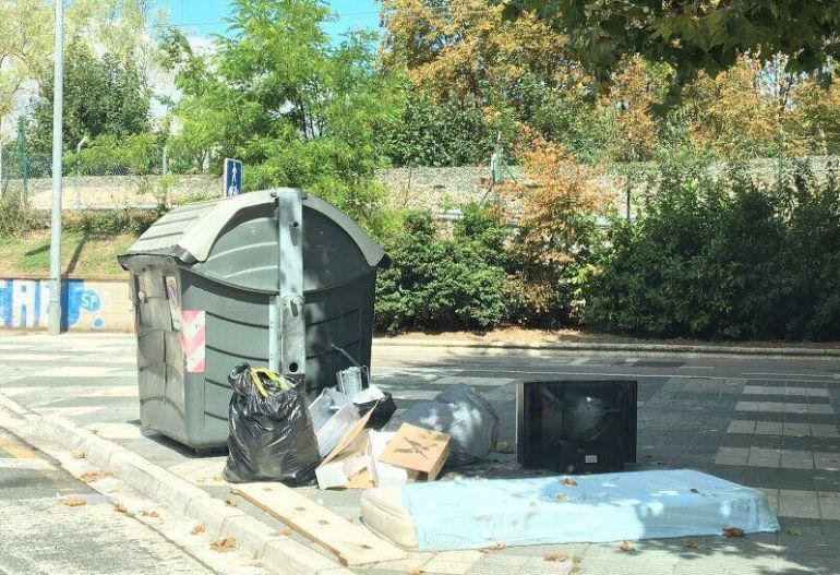 Vitoria interpone tres multas por semana por mala gestión de residuos