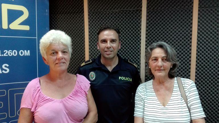 Rosalía Méndez, Leonardo García y Paqui Borrego tras su intervención en el espacio dedicado a la protectora de animales.