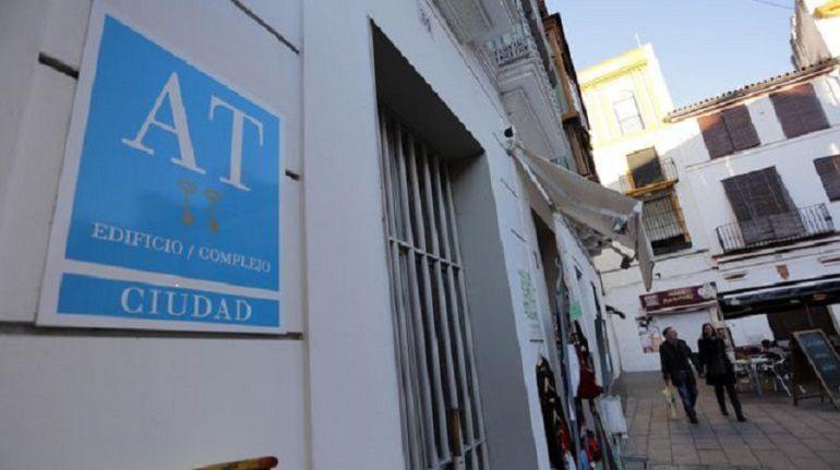 Los vecinos con pisos turísticos en sus bloques, desesperados